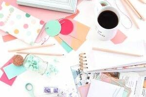 The best blogs have stunning, feminine, styled stock photos, but where do they get them? Introducing Haute Stock; I review the premier stock photo membership site that's both affordable and beautiful! So if you're looking for stock photos for bloggers then you should really read this post, it's time to stop using free stock photos and instead invest in these pretty images perfect for small business, creatives, designers and bloggers! #stockphotos #bloggingtips #blogging